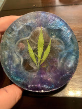 Load image into Gallery viewer, 420 resin ashtray with real pressed leaf