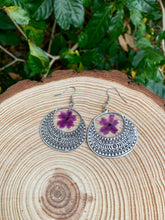 Load image into Gallery viewer, Round silver tribal pressed flower earrings
