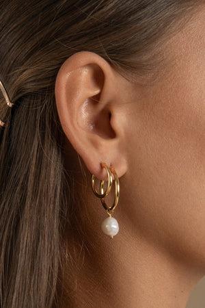 VENUS GOLD HOOP EARRINGS WITH PINK PEARL CHARM