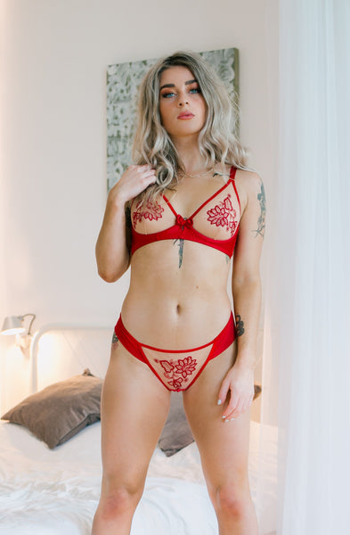 Red soft cup bra features glamorous henna flowers embroidered onto a classy intricately designed nude mesh. Decorated with a satin bow and a small insert the rest of the bra has soft satin-like material which will be very comfortable against the skin. A lovely effect has been created by the stitching at the bottom of the cup. The bra has adjustable straps. Also available in Black