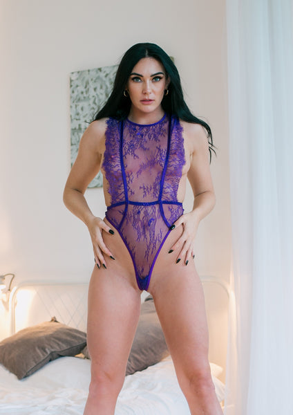 Beautiful and sexy lace body that sensually emphasises the body. In Purple Emiliana is impressive with beautiful delicate lace and effective cut.