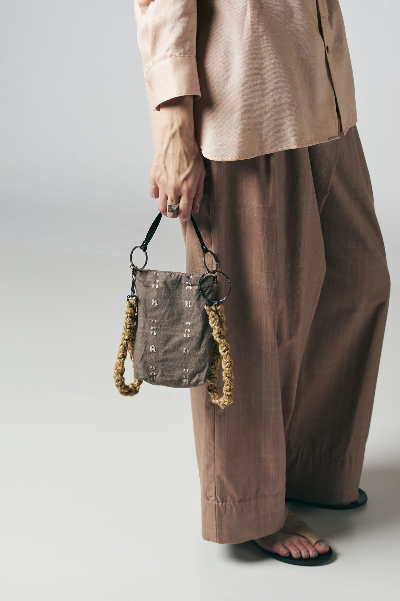 AS YET UNNAMED./the twin tale bag 別注(泥グレー)