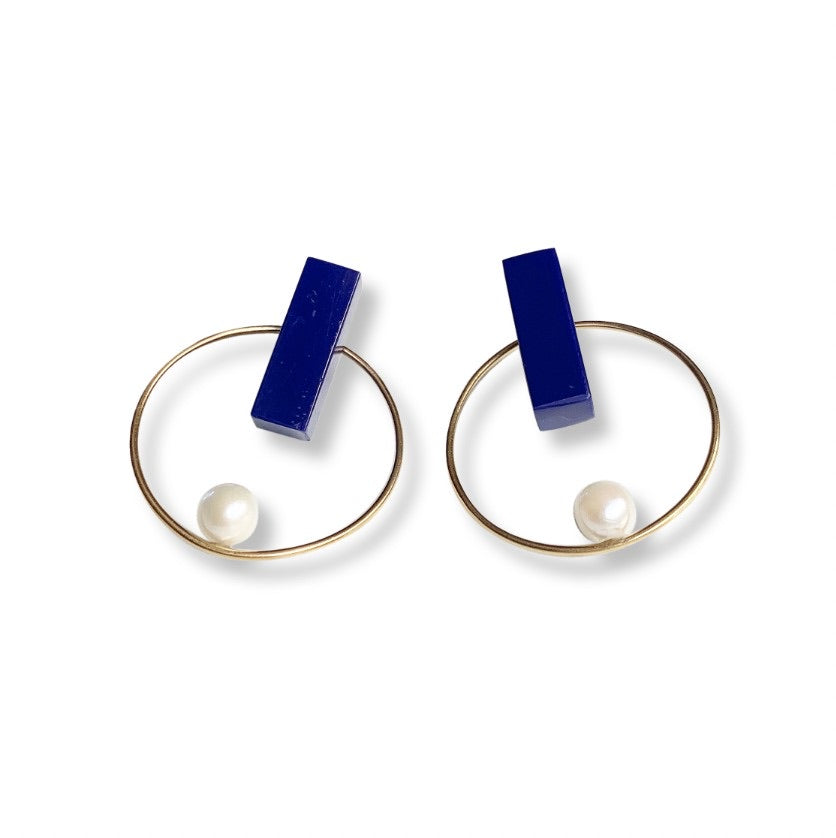 lapis lazuli + akoya pearl in 14/20 GF round earrings