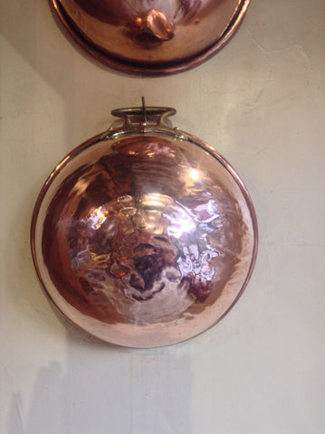 Hanging up the solidly constructed copper mixing bowl on your walls is a great way to keep it dry and in good condition.