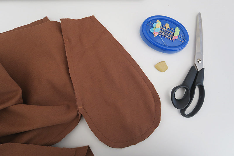 Sew along the curve of the pocket