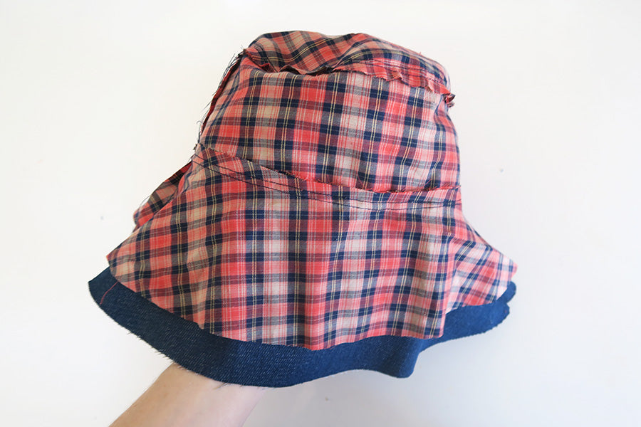 Apply the lining to the main hat