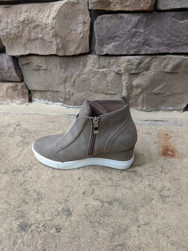 ZOLITA TAUPE WEDGE