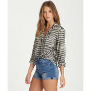 VENTURE OUT PLAID TOP