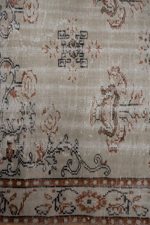Load image into Gallery viewer, 'Brin' Vintage Rug (6 x 10)