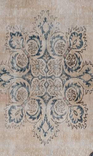 Load image into Gallery viewer, 'Theo' Vintage Rug (6 x 9)