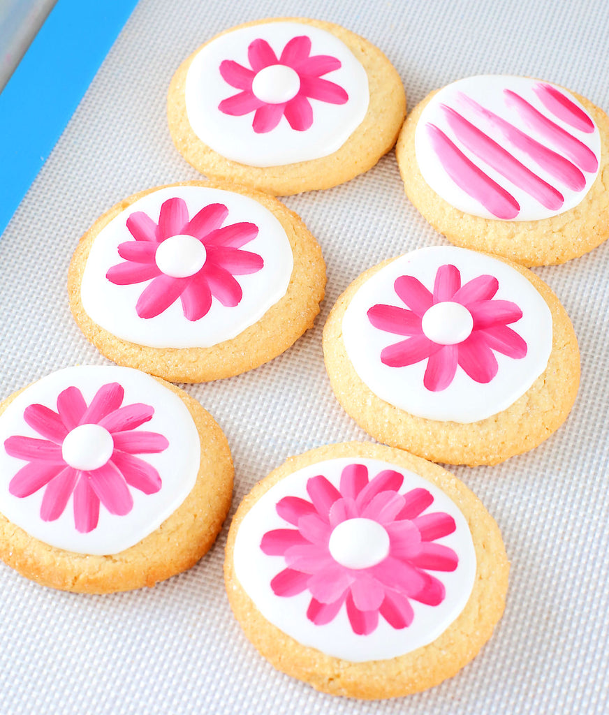 Cookie Decorating with Edible Paint | www.bakerspartyshop.com