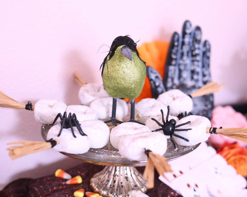Easy Halloween Sweets + Treats, Fun Halloween Party Ideas + Desserts | www.bakerspartyshop.com