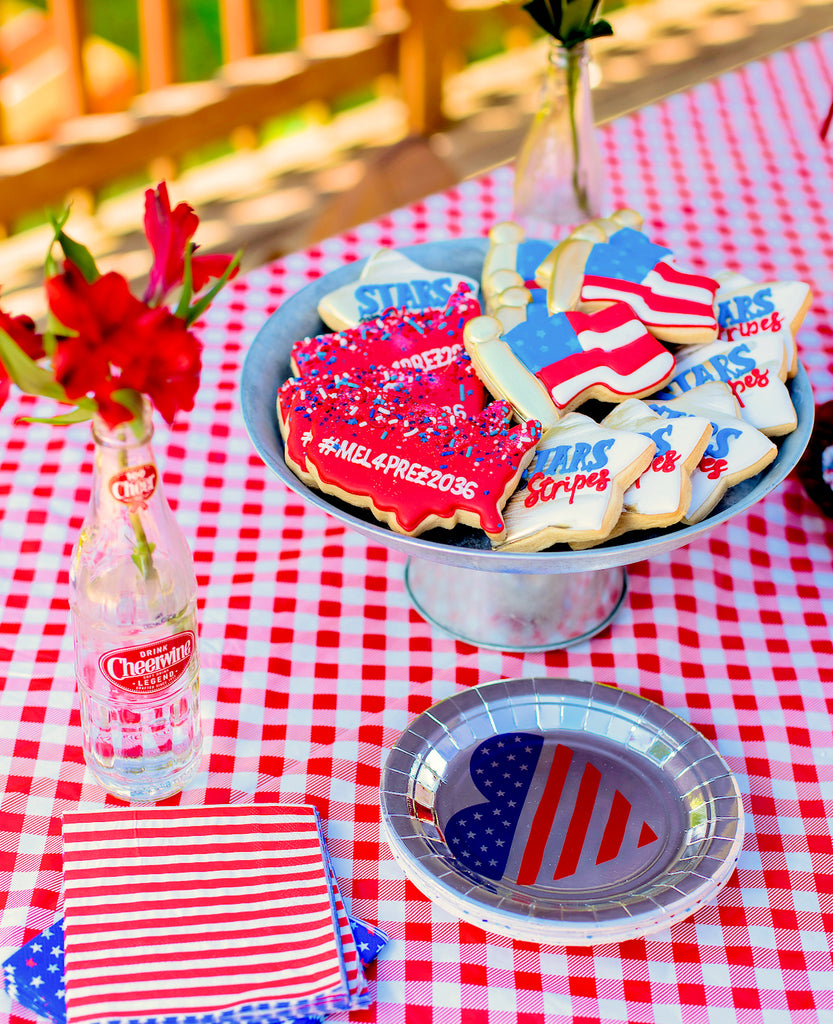 Easy Fourth of July Party Ideas: Patriotic Party Inspiration | www.bakerspartyshop.com