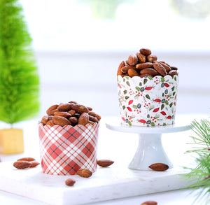 Christmas Baking Cups: Holly + Plaid | www.bakerspartyshop.com