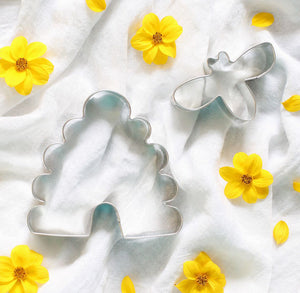 Bumble Bee & Hive Cookie Cutters | www.bakerspartyshop.com