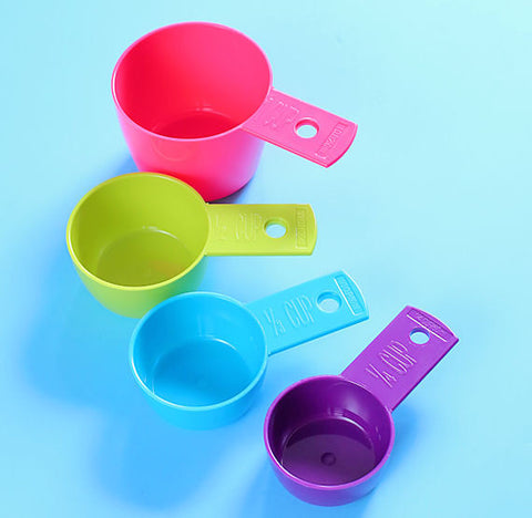 Colorful Plastic Measuring Cups | www.bakerspartyshop.com