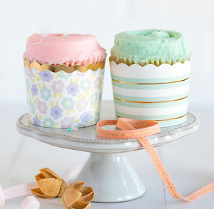 Pastel Baking Cups: Minty Floral | www.bakerspartyshop.com