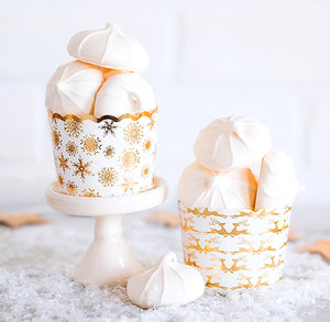 Christmas Baking Cups: Gold Snowflakes | www.bakerspartyshop.com
