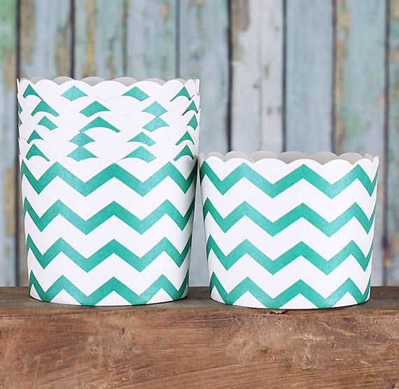 Medium Dark Green Baking Cups: Chevron | www.bakerspartyshop.com