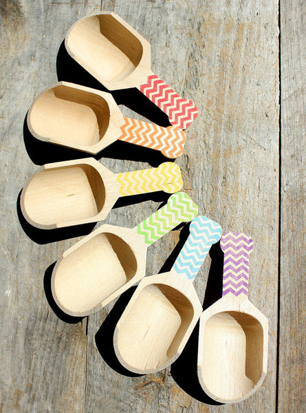 Small Wooden Candy Scoops - Boys Rainbow Chevron (set of 6) | www.bakerspartyshop.com