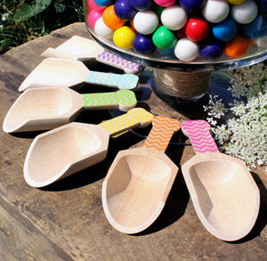 Small Wooden Candy Scoops - Girls Rainbow Chevron (set of 6) | www.bakerspartyshop.com