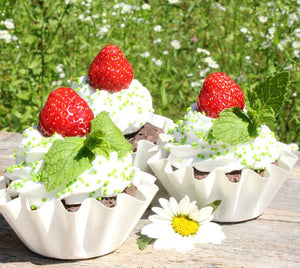 Small White Baking Cups | www.bakerspartyshop.com