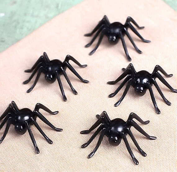Spider Cupcake Toppers | www.bakerspartyshop.com