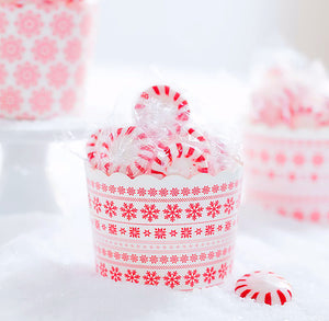 Christmas Baking Cups: Red Snowflakes | www.bakerspartyshop.com