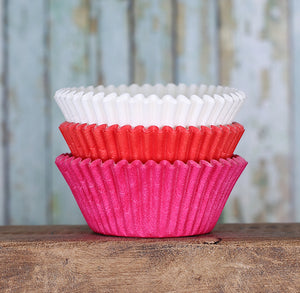 Solid Cupcake Liners: Valentine | www.bakerspartyshop.com