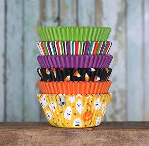 Halloween Cupcake Liners: Ghost | www.bakerspartyshop.com