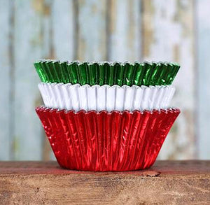 Foil Cupcake Liners: Christmas | www.bakerspartyshop.com