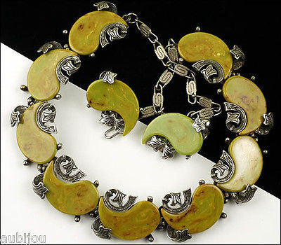 Vintage Signed Art Oriental Mustard Green Marbled Bakelite Swirl Necklace Choker Set