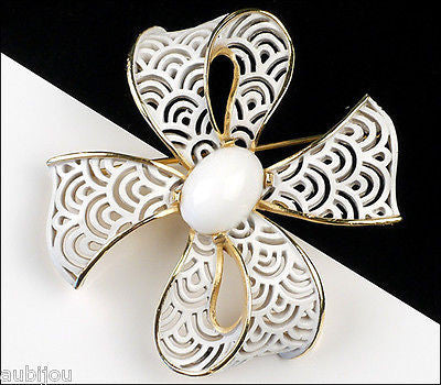 Vintage Crown Trifari White Enamel Filigree Lace Bow Ribbon Brooch Pin Cabochon