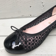Load image into Gallery viewer, PRETTY BALLERINAS Ballet Flats