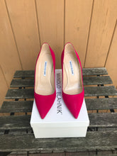 Load image into Gallery viewer, MANOLO BLAHNIK Suede Pointy Pumps
