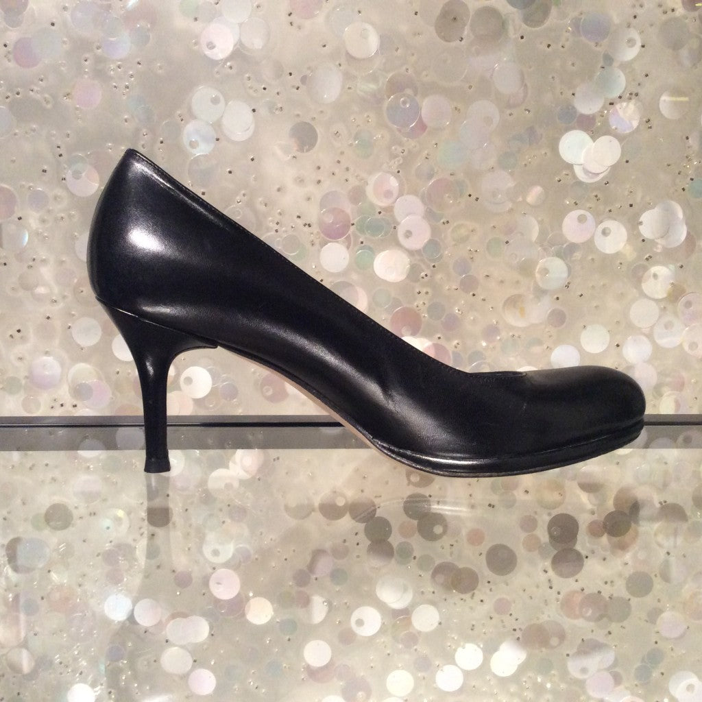 STUART WEITZMAN Round Toe Leather Pumps