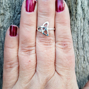 Women's Celtic Ring in Simple Love Knot