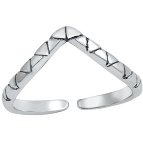 Womens V midi ring with triangle patterns