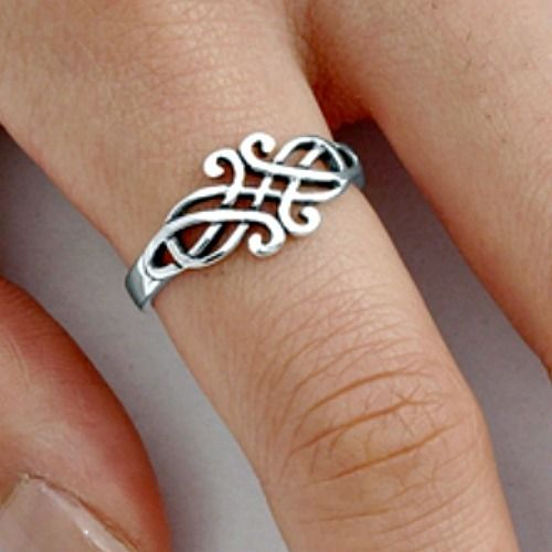 Ladies Celtic sterling silver ring