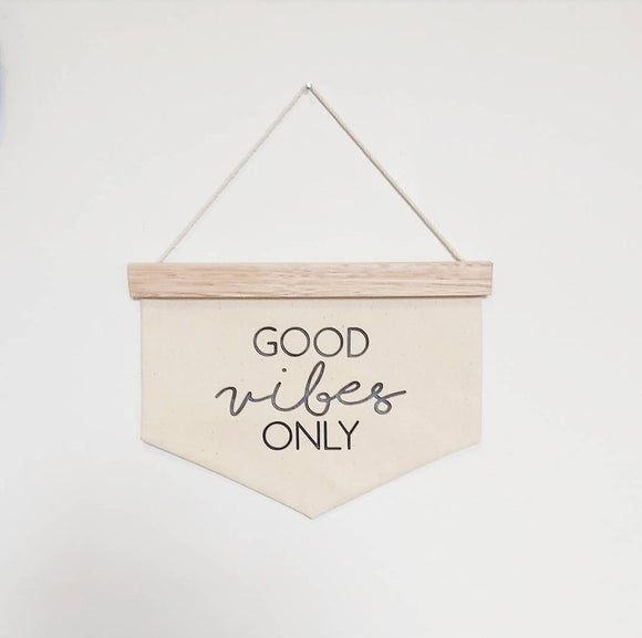 'Good Vibes Only' Quote Banner