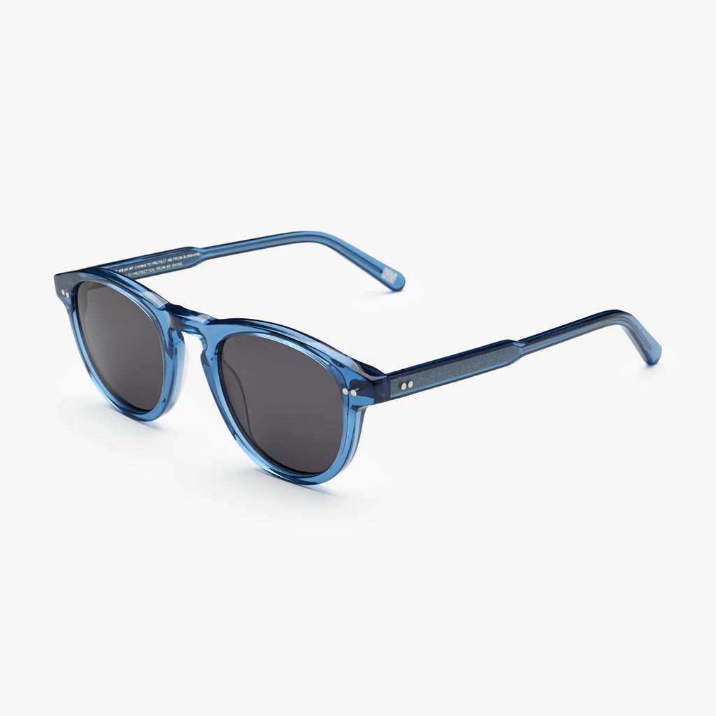 #002 Acai sunglasses (black lens)