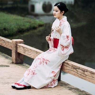 Traditional Japanese aki Kimono for Woman - view on model wearing kimono lateral view