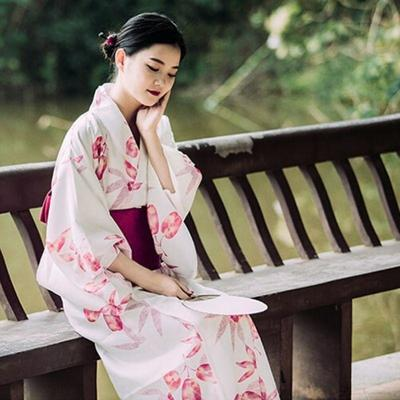 Traditional Japanese aki Kimono for Woman - geisha sit on a bunch