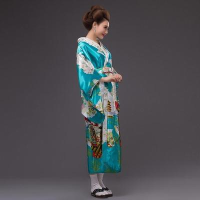 Japanese Traditional Woman blue sky Kimono, Taakoizuburuu, latéral view