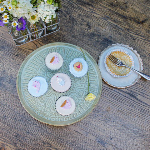 cake stand cupcakes and cake plates