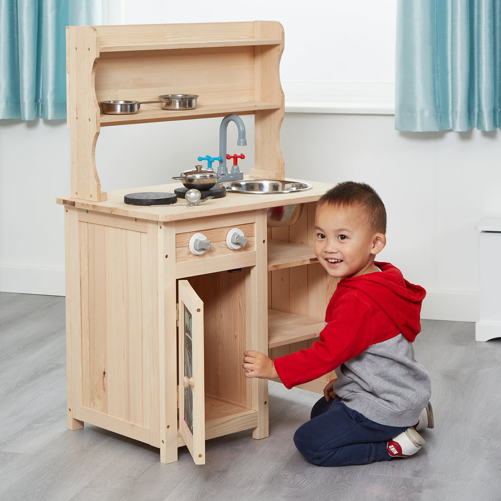 ZPD2086-mud-play-kitchen-lifestyle-jamie