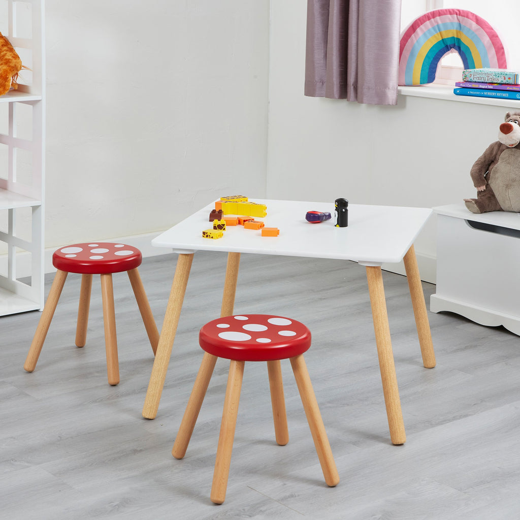 STTOAD-wooden-toad-stool-with-table-lifestyle-accesories