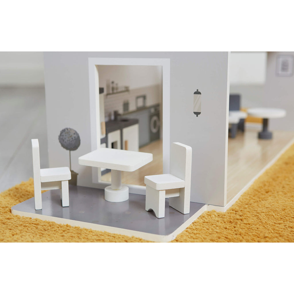 lhtz002-contemporary-dollhouse-lifestyle-close-up-patio