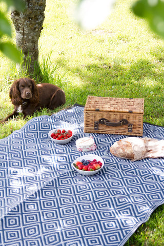 eco friendly picnic rug made from recycled straws