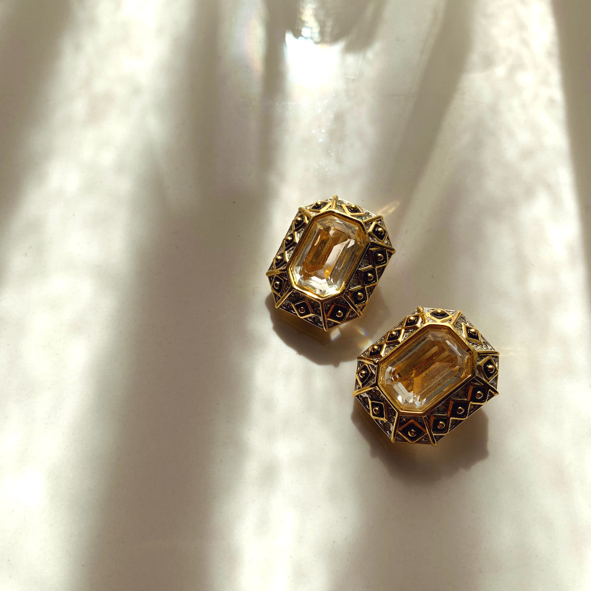 Vintage 80s Gold-Tone Geometric Clip-ons Earrings